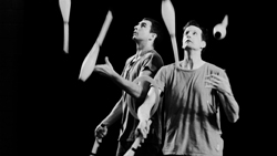 Wes Peden and Jay Gilligan juggling